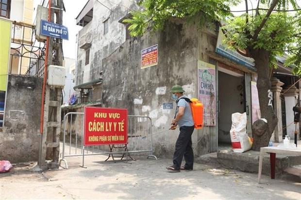 Lực lượng chức năng phong tỏa nơi một bệnh nhân COVID-19 sinh sống ở thị trấn Đông Anh, Hà Nội.