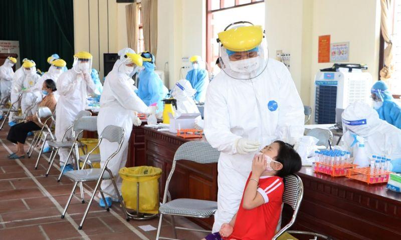Tổ chức xét nghiệm diện rộng cho người dân tại huyện Thuận Thành