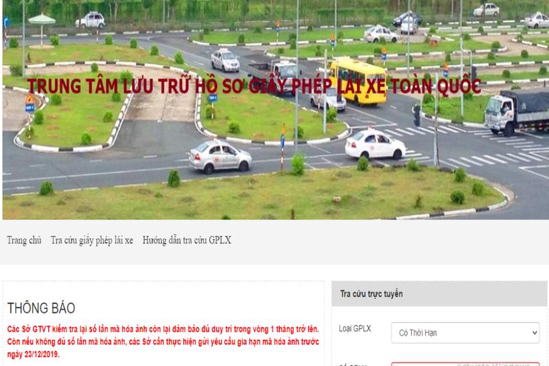 Website giả mạo có giao diện, nội dung tương tự với Trang thông tin điện tử GPLX của Tổng cục Đường bộ (Ảnh: V.LONG)