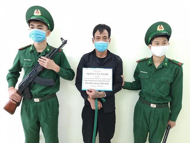 Đối tượng Mong Văn Pành bị lực lượng biên phòng bắt giữ.