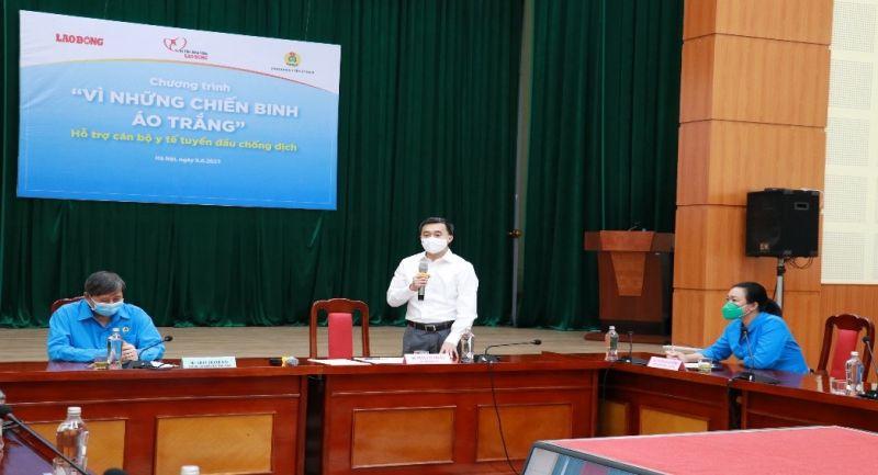 Thứ trưởng Trần Văn Thuấn xúc động phát biểu tại buổi trao hỗ trợ