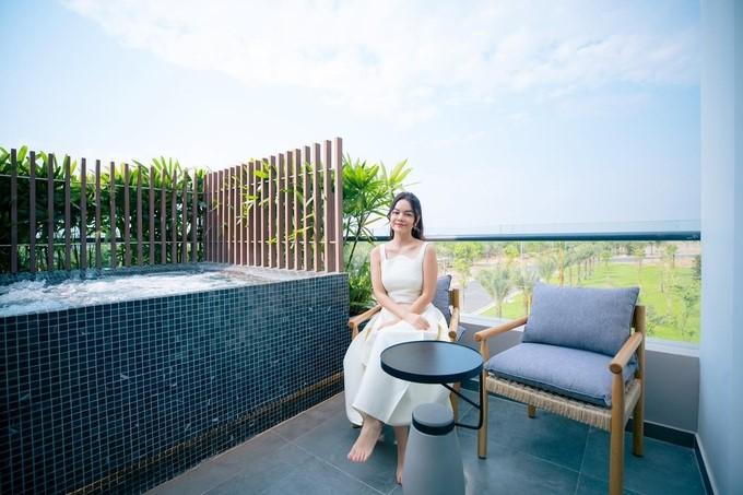 Phạm Quỳnh Anh yêu thích không gian sống xanh, thoáng đãng. Ảnh: Facebook PQA.