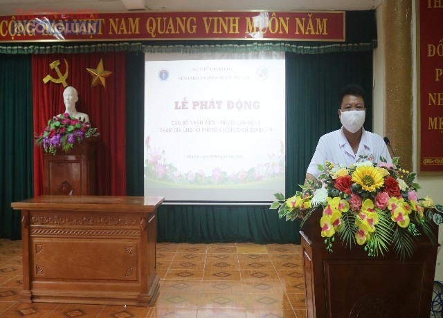 Ông Trịnh Danh Minh- Phó giám đốc, Chủ tịch công đoàn Bệnh viện đa khoa Hậu Lộc phát biểu tại buổi lễ