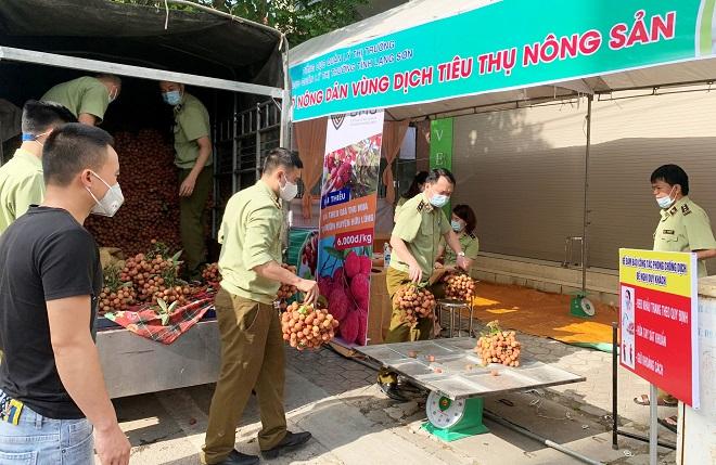 Cục QLTT Lạng Sơn: Chung tay hỗ trợ tiêu thụ vải thiều địa phương vùng dịch