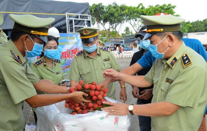 Cục Quản lý thị trường hỗ trợ nông dân Bắc Giang tiêu thụ vải thiều