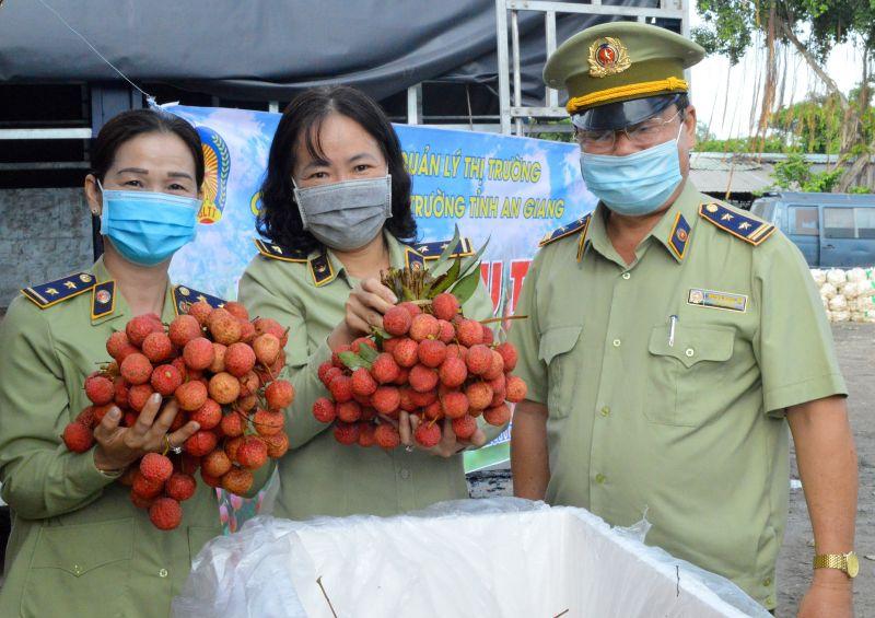 Cục Quản lý thị trường tỉnh An Giang tổ chức tiếp nhận tiêu thụ lô vải thiều đợt 1, số lượng 31,6 tấn