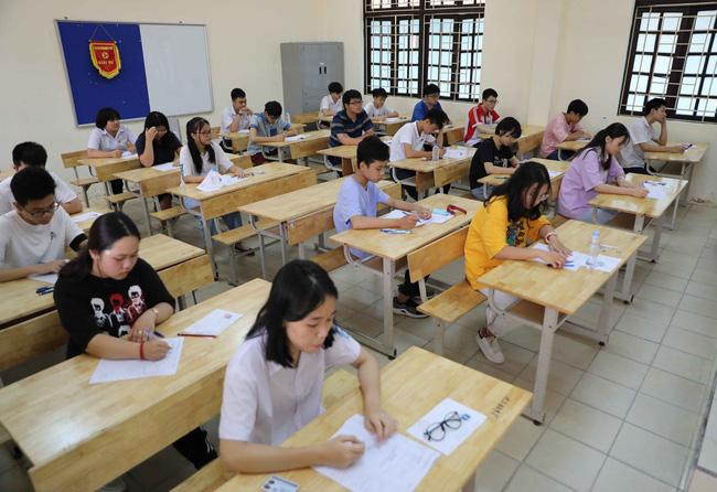Học sinh thi vào lớp 10 ở Hà Nội bắt đầu làm thủ tục trực tuyến