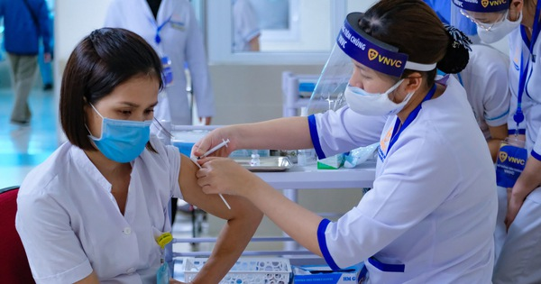 Hà Nội tiêm miễn phí vaccine Covid-19 cho người dân từ 18 đến 65 tuổi