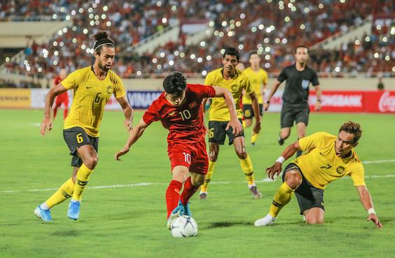 Cuộc đại chiến giữa đội tuyển Việt Nam và ĐT Malaysia đang nóng hơn bao giờ hết