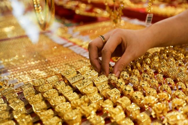 Giá vàng 12/6 tăng mạnh từ 170.000 - 250.000 đồng/lượng