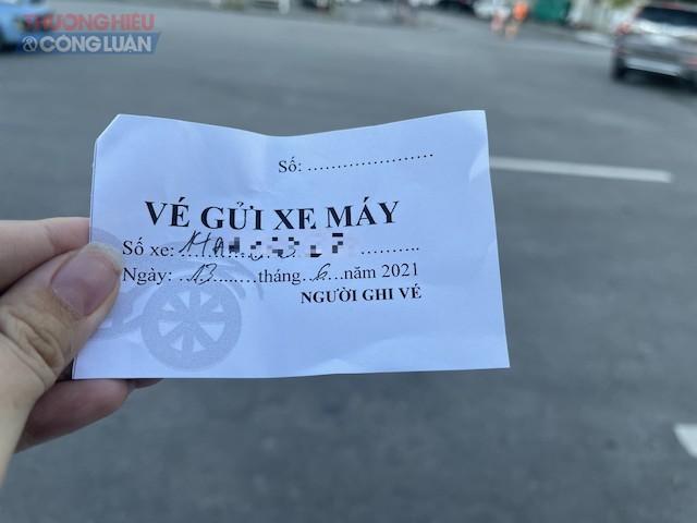 Vé xe của bãi trông giữ xe có đề biển UBND phường Hồng Hà?