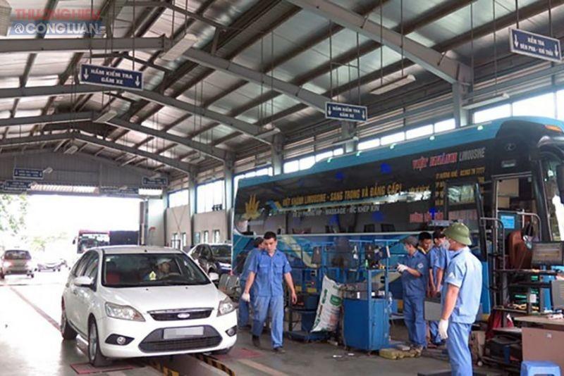 Trung tâm đăng kiểm thực hiện quy trình đăng kiểm xe. Ảnh: laodong.vn
