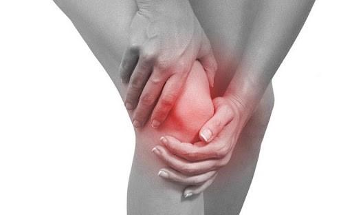 Tình trạng sưng, đau, cứng khớp trong bệnh viêm khớp vảy nến rất thường gặp
