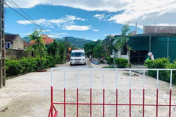 Lập chốt phong tỏa 3 thôn ở xã Cương Gián