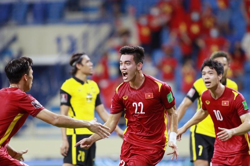 Với bản lĩnh thi đấu cùng thể lực ngày càng được nâng cao, các chân sút trẻ của Việt Nam liên tiếp lập nên những chiến công vang dội trên đấu trường thể thao khu vực và quốc tế