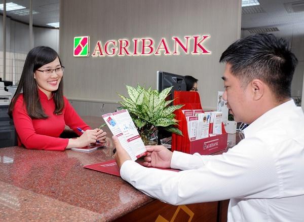 """Với phương châm """"lấy khách hàng làm trung tâm"""", Agribank chú trọng phát triển nguồn nhân lực đáp ứng yêu cầu cuộc CMCN 4.0, làm chủ công nghệ, nâng cao trình độ chuyên môn nghiệp vụ gắn với hoạt động ngân hàng số, kinh tế số"""