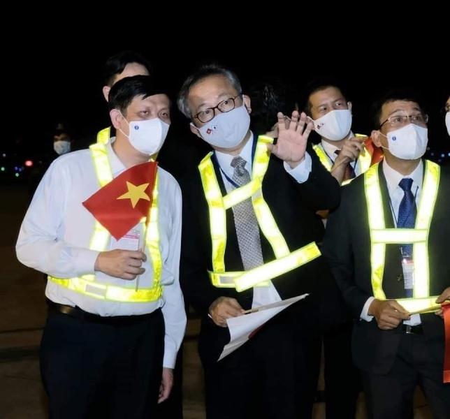 Về phía Đại sứ quán Nhật Bản tại Việt Nam có Ngài Yamada Takio - Đại sứ Nhật Bản tại Việt Nam.