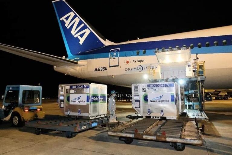 Trước đó, lô vắc xin này khởi hành trên chuyến bay NH897 từ sân bay Narita, Tokyo- Nhật Bản lúc 18h45p, ngày 16/06/2021 - giờ địa phương, đến sân bay Quốc tế Nội Bài- Hà Nội lúc gần 22h- giờ địa phương.