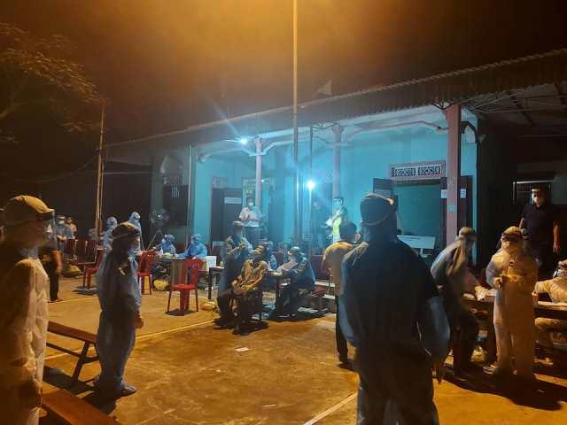 Tổ chức lấy mẫu xét nghiệm cho toàn bộ người dân xã Diễn Thịnh, xã Minh Châu.