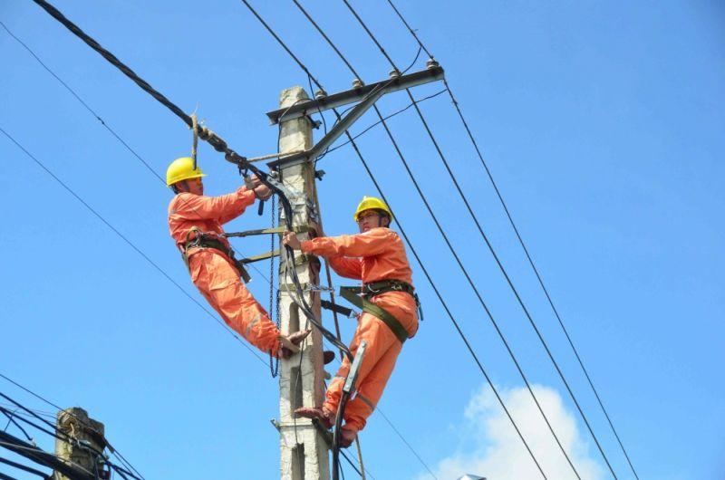 Đề xuất cắt giảm giá điện cho doanh nghiệp, hộ kinh doanh là một trong những kiến nghị của doanh nghiệp, hiệp hội doanh nghiệp thông qua Bộ Kế hoạch và Đầu tư đề xuất lên Chính phủ xem xét, giải quyết…