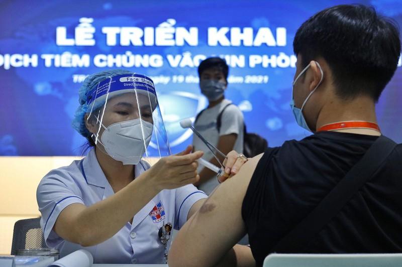 TP.HCM bắt đầu tiêm vaccine cho những nhân viên làm việc tại Khu Công nghệ cao TP.HCM ngày 19/6