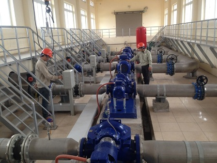 Với công suất 8.000m3/ngày đêm, Nhà máy nước sạch liên 12 xã huyện Vĩnh Tường đảm bảo cung cấp nước sạch cho 16.000 hộ dân.
