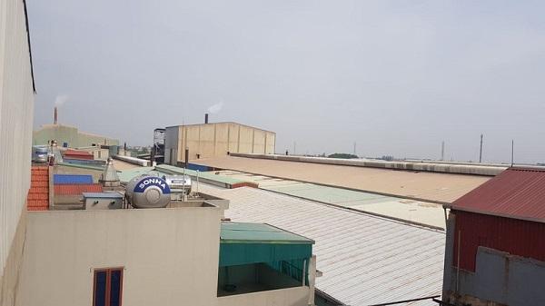Công ty cổ phần Giầy Cẩm Bình đưa vào hoạt động dây chuyền sản xuất gạch ngay cạnh nhà dân