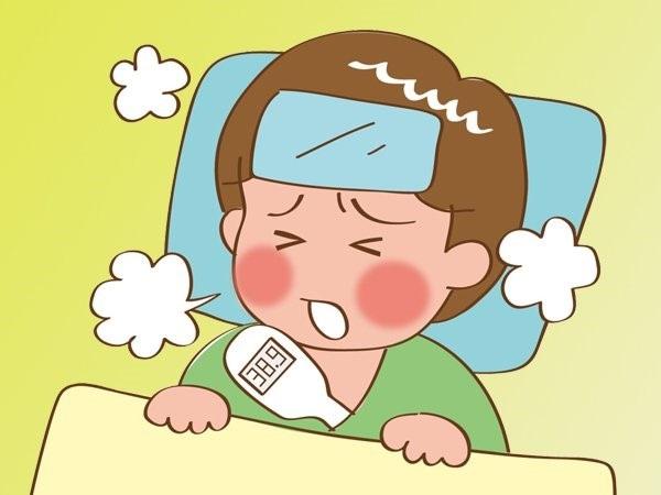 Trẻ bị tay chân miệng thường có triệu chứng sốt cao không hạ