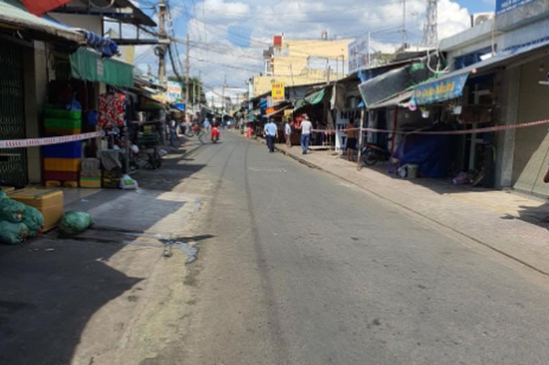 Cơ quan chức năng quận Bình Tân phong tỏa chợ tự phát