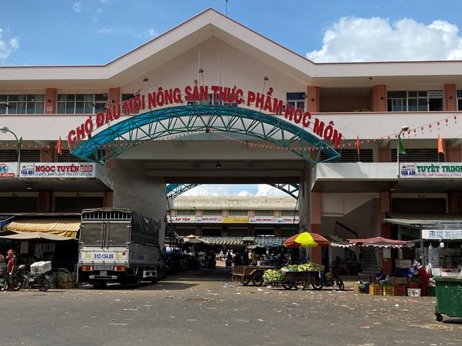 Chợ đầu mối Nông sản thực phẩm Hóc Môn. Ảnh: KT