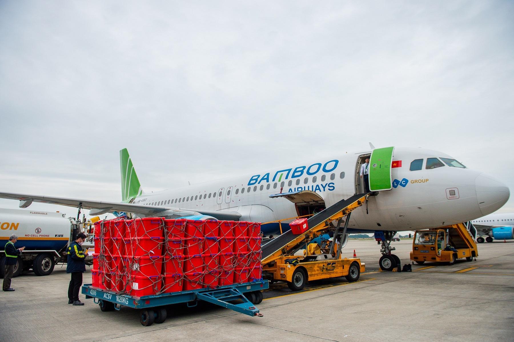Bamboo Airways vận chuyển miễn cước 100 tấn hàng hoá y tế, nhu yếu phẩm trong 2020