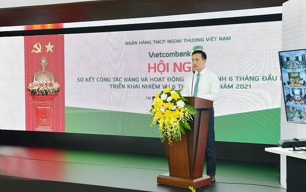 Ông Phạm Quang Dũng – Phó Bí thư phụ trách Đảng bộ, Tổng Giám đốc Vietcombank phát biểu tại Hội nghị
