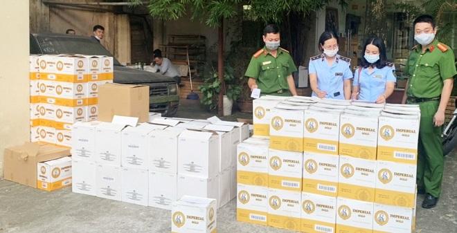 Lực lượng chức năng Hà Nội thu giữ lô hàng hóa vi phạm