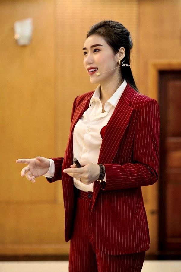 Cẩm Vân không chỉ thành công với công việc kinh doanh mà cô còn là người luôn lan tỏa nguồn năng lượng tích cực tới các bạn trẻ
