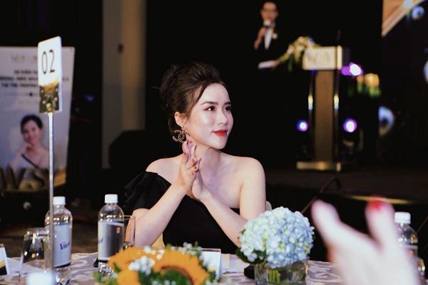 Quan điểm của Vân là phụ nữ luôn phải đẹp, vẻ đẹp đầu tiên phải là ngoại hình sau đó mới đến vẻ đẹp nội tâm