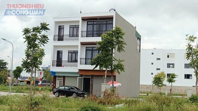 Bên trong dự án, nhiều nhà đầu tư đã mua và xây nhà kiên cố