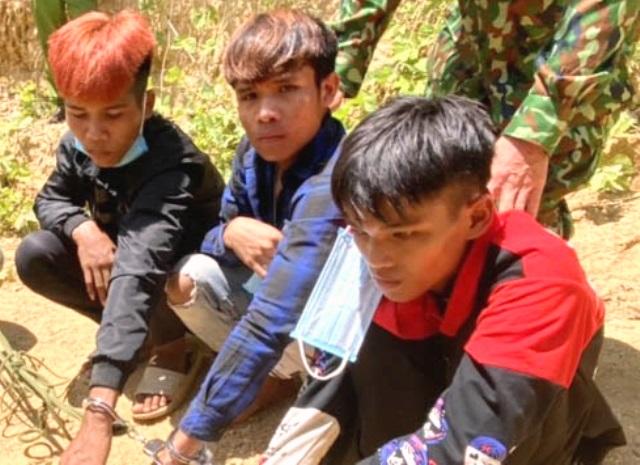3 đối tượng bị bắt quả tang khi đang vận chuyển trái phép ma túy từ Lào về Việt Nam