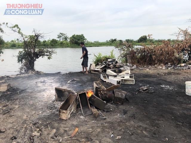 Với trí đốt rác chủ yếu tại bờ sông Đa Độ thuộc địa bàn phường Tràng Minh