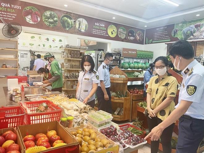 Lực lượng Quản lý thị trường Hà Nội tăng cường kiểm soát thị trường hàng hóa