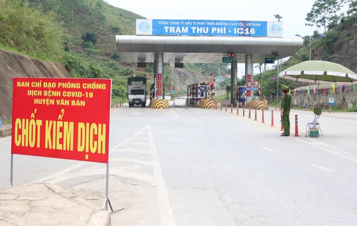 Lào Cai tăng cường quản lý, kiểm soát triệt để người và phương tiện vào địa bàn tỉnh