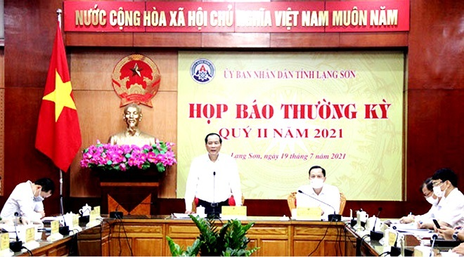 Phó chủ tịch thường trực UBND tỉnh Lạng Sơn Dương Xuân Huyên phát biểu tại buổi họp báo