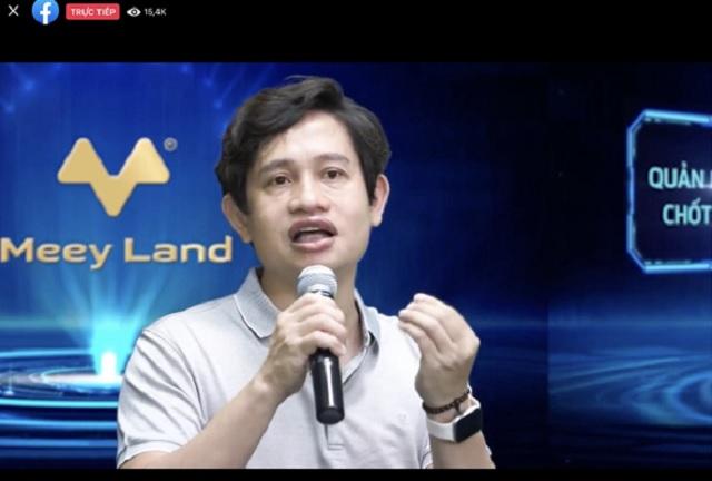 Ông Hoàng Mai Chung trả lời các thắc mắc của người xem livestream