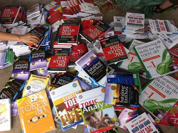 """thu giữ hàng triệu cuốn sách """"lậu"""" và các ấn phẩm không rõ nguồn gốc xuất xứ"""