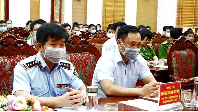 Ảnh 4: Các đại biểu tham dự buổi lê.