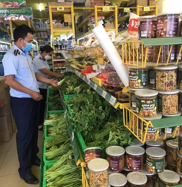 Siêu thị, cửa hàng tiện lợi, chợ truyền thống hàng hóa dồi dào, đáp ứng đủ nhu cầu của người dân