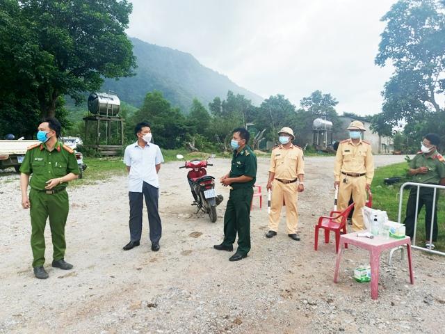 Lập chột kiểm tra y tế tại xã Dân Hoá (ảnh QB)