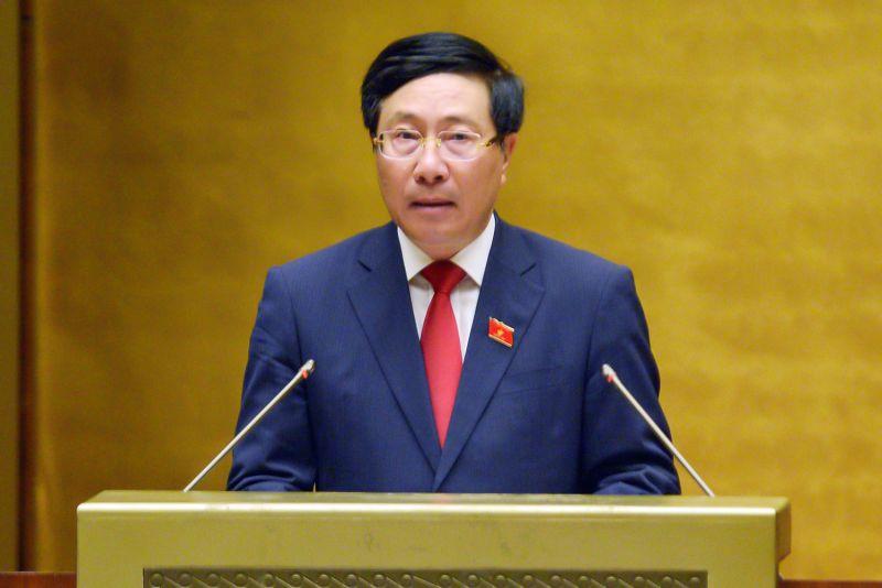 Ủy viên Bộ Chính trị, Phó Thủ tướng Chính phủ Phạm Bình Minh báo cáo tại kỳ họp thứ nhất, Quốc hội khóa XV sáng 22/7. Ảnh: VGP