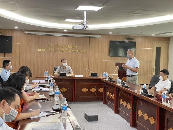 Báo cáo với Tổ công tác, ông Trần Kinh Doanh - Tổng giám đốc Hệ thống Bách Hóa Xanh cho biết, nguyên nhân liên quan đến những dư luận mới đây về giá các mặt hàng tại hệ thống Bách Hóa Xanh tăng bởi do hiện tại áp lực cầu thị trường tăng cao. (Ảnh: Bộ Công Thương)