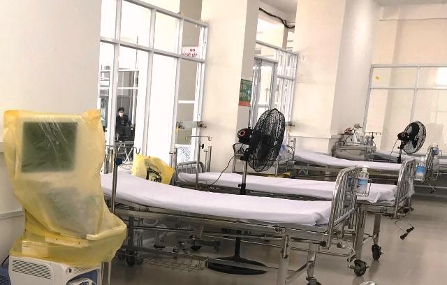 Bệnh viện dã chiến đặt tại Khu ký túc xá phía tây TP có quy mô đến 2.200 giường sẵn sàng thu dung điều trị bệnh nhân