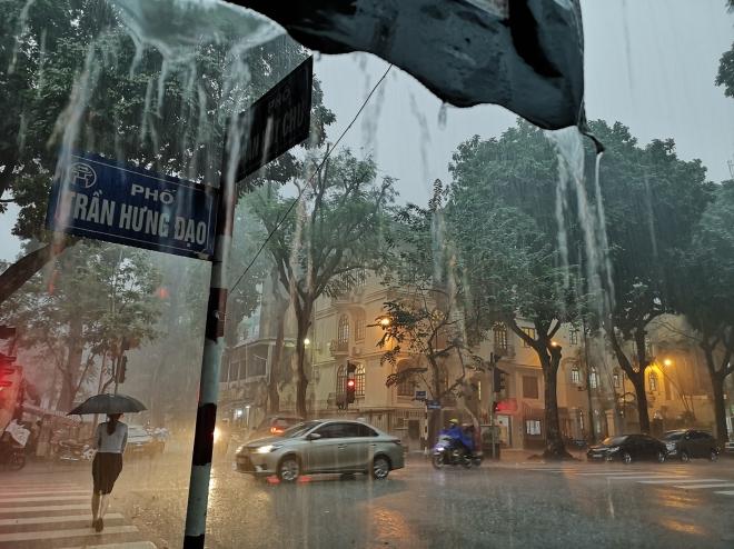 khu vực Hà Nội nói riêng và miền Bắc có mưa to